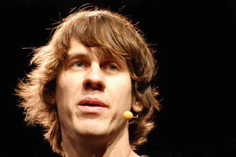 Think and Act Like Dennis Crowley