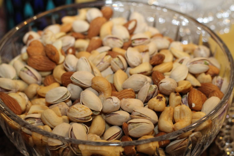 How to Snack in a Healthy and Cost-Effective Way