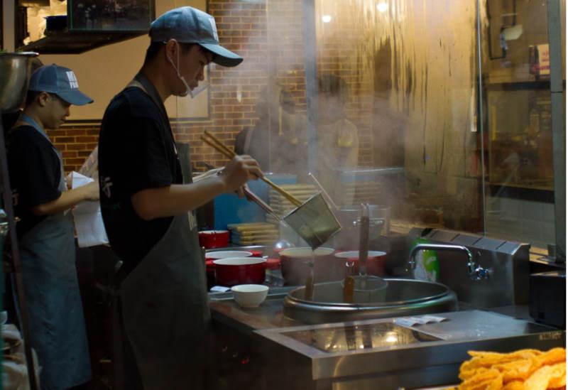 restaurant cooking employee