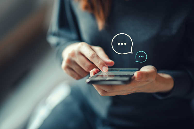 using SMS and chat on smartphone
